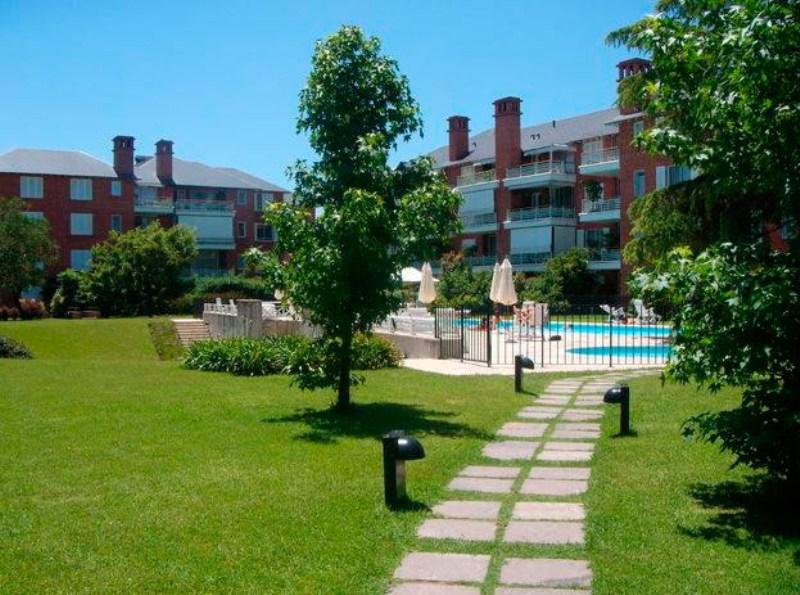 Alquiler 3 amb con parrilla en jardines de san isidro for Jardines 6 san isidro